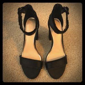 LC black heels that are sooo cute!
